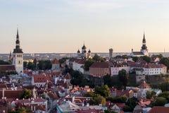 24-27 08 2016 het Toneelpanorama van de de zomer mooie luchthorizon van de Oude Stad in Tallinn, Estland Stock Afbeeldingen