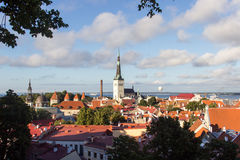 24-27 08 2016 het Toneelpanorama van de de zomer mooie luchthorizon van de Oude Stad in Tallinn, Estland Royalty-vrije Stock Afbeelding