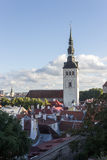 24-27 08 2016 het Toneelpanorama van de de zomer mooie luchthorizon van de Oude Stad in Tallinn, Estland Stock Afbeelding