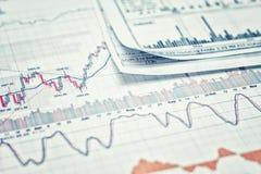 Het tonen van bedrijfsrapport royalty-vrije stock afbeeldingen
