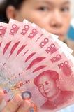 Het tonen van Chinese rekeningen Royalty-vrije Stock Foto's