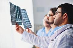 Het tonen van röntgenstraal Stock Fotografie
