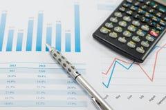 Het tonen van zaken en financieel verslag Stock Foto