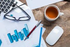 Het tonen van zaken en financieel verslag Royalty-vrije Stock Foto's