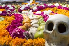 Het traditionele aanbieden aan de doden in Mexico Stock Afbeeldingen