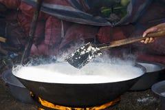 Het traditionele Chinese Koken van de Rijst stock afbeelding