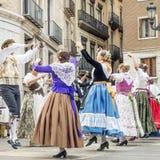Het traditionele dansen in de Fallas-Ballen Al Carrer, Plaza DE La Virgen, Valencia, Spanje royalty-vrije stock afbeeldingen