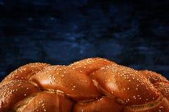 Het traditionele dichte omhooggaande beeld van het challahbrood Stock Foto