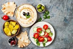 Het traditionele diner van het Middenoosten Authentieke Arabische keuken Het voedsel van de Mezepartij De hoogste vlakke mening,  royalty-vrije stock afbeelding