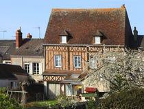 Het traditionele huis van Frankrijk in de lente Stock Afbeelding