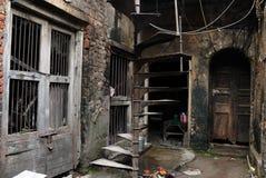 Het traditionele huis van oude kolkata stock afbeeldingen