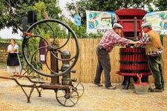 Het traditionele Wijn Drukken Stock Foto