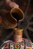 Het traditionele wijn gieten Royalty-vrije Stock Foto
