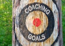 Het trainen Doelstellingen - boom met doel en tekst Stock Afbeeldingen