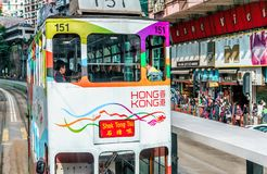 Het tramspoorvervoer is populair in Hong Kong Slechts verstrekt het netwerk van de tramspoorweg vervoer langs Hong Kong Island Royalty-vrije Stock Foto's