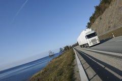 Het transport van de vrachtwagen op toneelroute Royalty-vrije Stock Foto's