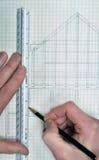 Het trekken en planning voor een ontwerp van de huisblauwdruk Stock Foto
