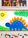 Het trekken: Glimlachende dinosaurus Grote blauwe stegosaurus Stock Afbeelding
