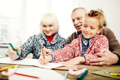 Het trekken met grootouders stock afbeeldingen