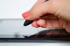 Het trekken op grafische tablet Stock Foto's