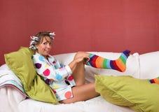 Het trekken op mijn grappige sokken Stock Afbeeldingen