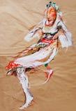 Het trekken op papier van dansend meisje in traditioneel Balkan kostuum Royalty-vrije Stock Foto's