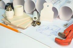 Het trekken van broodjes, de hulpmiddelen van de bouwhardware, Stock Foto
