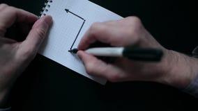 Het trekken van een Grafiek in notitieboekje stock video