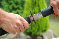 Het trekken van het zwaard Katana Stock Foto
