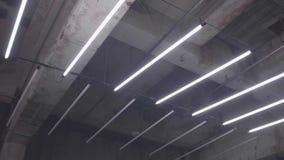 Het trillen van Neonlicht stock footage