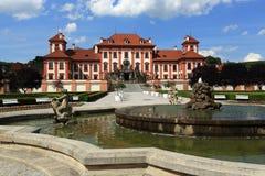 Het Trojapaleis is een Barok die paleis in Troja, het noordwestenstad wordt gevestigd van Praag (Tsjechische Republiek) Stock Foto's