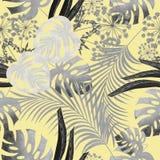 Het tropische bladontwerp met donkere, lichtgrijze palmen en de bladeren van een Monstera planten op een gele achtergrond Royalty-vrije Stock Foto