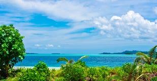 Het tropische landschap van woestijneilanden Royalty-vrije Stock Afbeelding