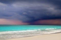 Het tropische onweer dat van de orkaan met Caraïbische overzees begint Stock Fotografie