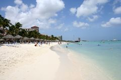 Het tropische Strand van Aruba Stock Foto