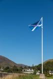 Het trotse Schotse vlag klappen in de wind Royalty-vrije Stock Foto
