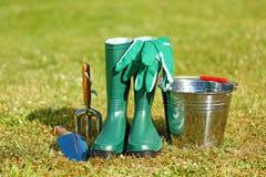 Het tuinieren hulpmiddelen en materiaal Stock Afbeeldingen