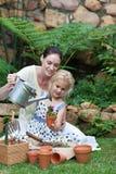 Het Tuinieren van de moeder en van het kind royalty-vrije stock foto