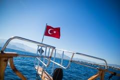 Het Turkse vlag golven Stock Foto's