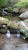 Het tweelingwatervallen lopen Stock Foto