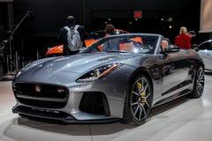 Het Type SVR van Jaguar F tentoongesteld voorwerp bij 2016 New York Internationale Aut Stock Foto's