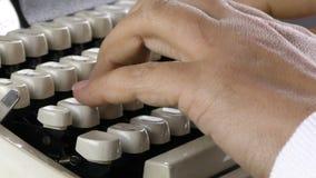 Het typen aan Schrijfmachinewijnoogst stock footage