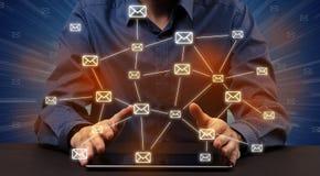 Het typen met verbonden communicatie rond pictogrammen Royalty-vrije Stock Afbeelding