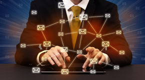 Het typen met verbonden communicatie rond pictogrammen Royalty-vrije Stock Fotografie