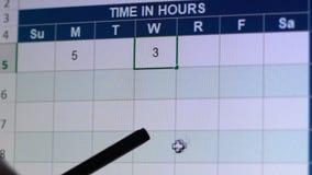 Het typen verschuiving - werk uren in dagelijks rapport online, flexibel programma in freelance stock illustratie