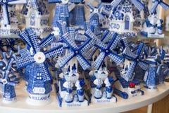 Het typische blauw van Delft in een herinneringswinkel royalty-vrije stock fotografie