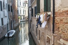 Het typische kanaal van Venetië royalty-vrije stock foto's