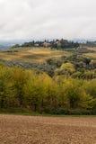 Het typische landschap van Toscanië stock fotografie