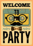 Het typografische Retro ontwerp van de Partijaffiche met grappig audiocassette hipster karakter Uitstekende vectorillustratie Stock Foto
