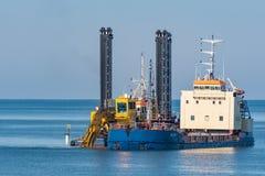 Het uitbaggeren in en rond haven van Vordingborg in Denemarken royalty-vrije stock afbeelding